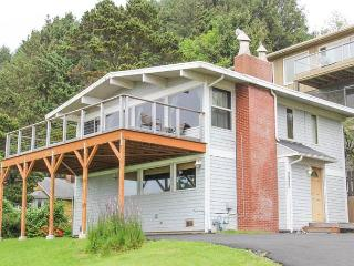 Oceanview Roads End Family Home With Hot Tub, Lincoln City