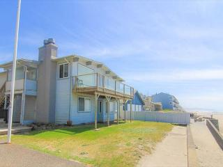 Spacious, Clean, Bright Oceanfront Home Offers Unforgettable Views, Lincoln City