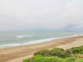 Oceanfront Condo has Pool, Game Room Access!