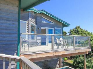 Huge Oceanfront has Multiple Decks and Hot Tub, Lincoln City