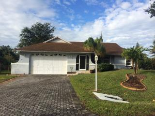 Beautiful pool home with all of the amenities, Fort Myers