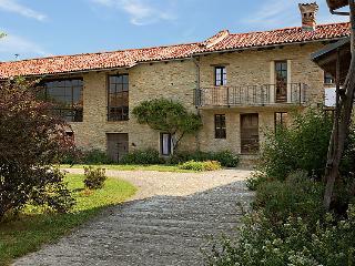 5 bedroom Villa in Mompiano, Piedmont, Italy : ref 5054380