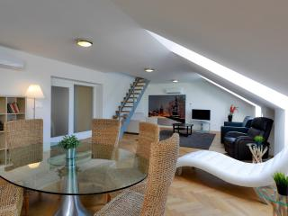 Duplex Party Apartment Prague, 4-10 PAX, 140m2