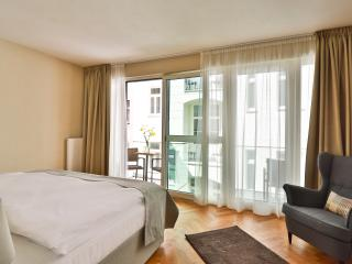 3-Bedroom Apt. + kitchenette + 3 Balconies (8 pax)