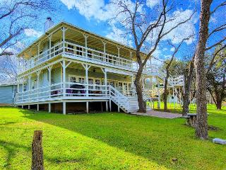 Players Place! Fabulous river front home! 6 bedrooms 3.5 baths., New Braunfels