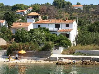 5 bedroom Villa with Air Con and Walk to Beach & Shops - 5053516