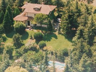 4 bedroom Villa in Solferino, Northern Lakes, Lake Garda, Italy : ref 2038156