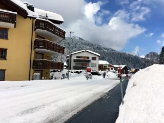 Klosters Platz: Ski and Hiking Apartment To Rent [Haus Ratia]
