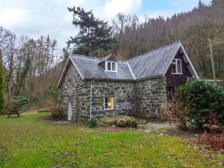 TYN TWLL, pet-friendly cottage, enclosed garden, flexible sleeping, Penmaenpool, Dolgellau Ref 932940