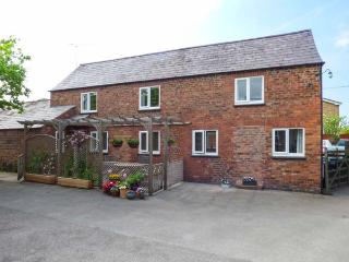 The Cottage, detached, WiFi, enclosed patio with barbecue, in Tarvin, Ref 934190