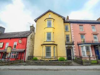 BELMONT, pet-friendly, many attractions nearby, Llandovery, Ref 935926