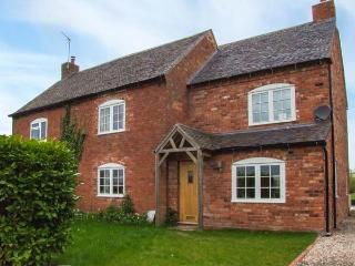 FAIRVIEW COTTAGE, semi-detached, en-suites, woodburner, parking, garden, in Bewdley, Ref 937721