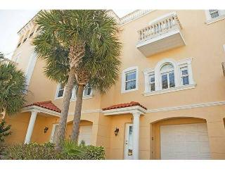 Gorgeous 2400 sqft Waterfront Mediterranean Home with 1200 sqft ROOFTOP Terrace