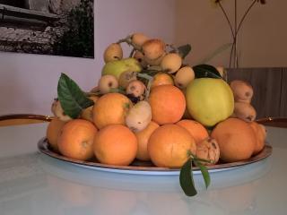 Cosi Accogliamo i nostri ospiti , con un centro tavola di frutta di stagine