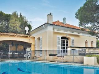 4 bedroom Villa in Saint Maxime, Cote D Azur, Var, France : ref 2041207, Les Issambres