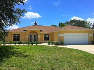 Sunset Palms - Heated Pool 3 Bed 2 Bath Home!, Cape Coral