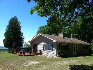 Pte. Aux Shaw Cottage on Lake Michigan, Saint Ignace