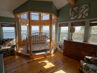 Sunrise Cottage on Lake Huron, Saint Ignace