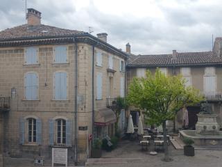 l'appartement se situe au dernier étage (à gauche sur la photo)