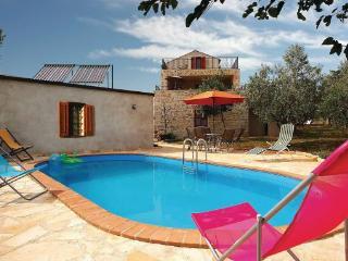 5 bedroom Villa in Visnjan Kastelir, Istria, Visnjan, Croatia : ref 2043360