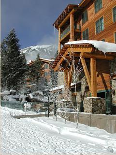 Surrounded by the ski mountain. Walk to restaurants, hiking, biking, & shopping.
