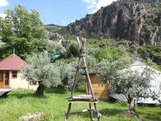 """Yurta en Granada, """"Los Cahorros"""", Monachil"""