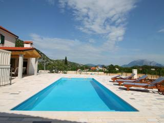 NEW! Villa Fuga in quiet, natural environment, Omis