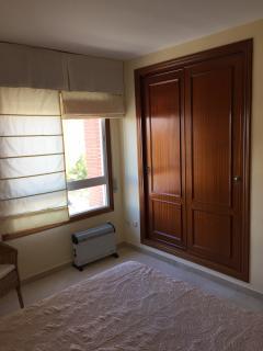 Dormitorio 1. Detalle ventana y armario empotrado