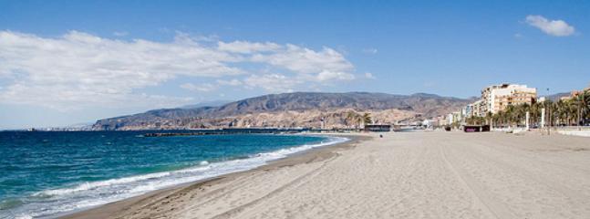 Playa de la ciudad de Almería