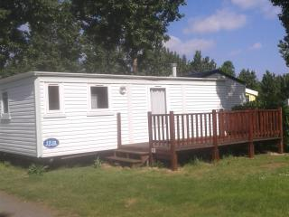 Mobile home - 2 bedroomed on l'Atlantique campsite, Angles