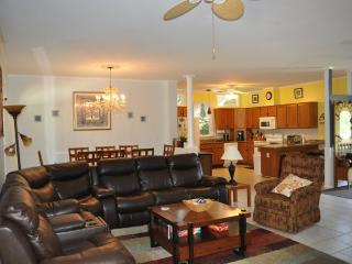 Spacious 4BR/2BA just 5min to RB! Pets friendly