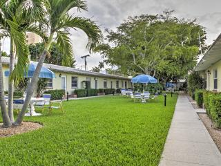 New Listing! Charming Recently Renovated 1BR Delray Beach Condo w/Wifi & Community Pool - Walk to the Beach, Atlantic Ave, Pineapple Grove Arts District & More!