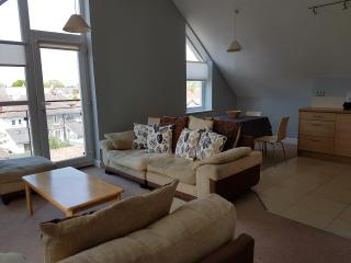 1 Bedroom Penthouse Apartment Ashgrove Court, Cardiff