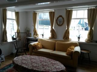 Pretty cottage, historic centre near waterfront, Volendam