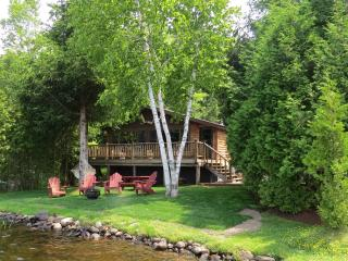 Charming Waterfront Adirondack Cabins - Moose, Saranac Lake