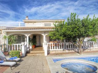 B04 LEMON villa piscina jacuzzi 6 dormitorios wifi, L'Hospitalet de l'Infant