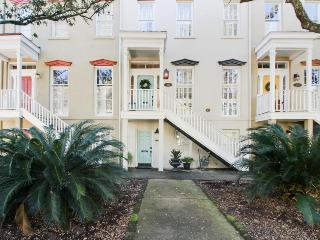 Historic townhome with elegant appointments near Forsyth Park, Savannah