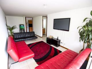 Modern 3 bdrm apartment with A/C near Lleras Park, Medellin