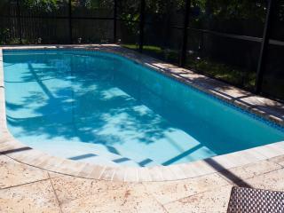 Modern 4 bedroom, 3 bath villa w/ screened-in pool