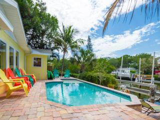 The Grand Canal Cottage - 5/4 Waterfront, Heated Pool, Spa, Dock, Near Beach