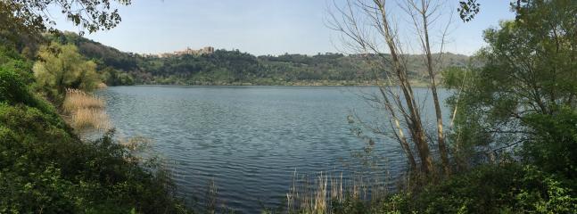 Lago di Nemi - passeggiata a piedi da casa (foto scattata dai proprietari)