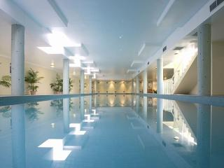BUCHN - Balmain Apartment with Indoor Pool and Gym
