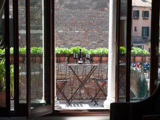 MIracoli :best Canal Views from 15 Century Balcony