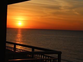 Pristine Oceanfront Myrtle Beach 2 Bedroom Condo Free WiFi