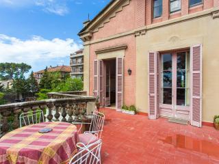 Amazing Villa Sustainable Living & views over BCN, Barcelona
