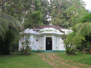 Colonial House with 03 bed room Near the Beach Talalla.