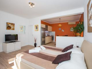 APARTMENT - comfortable and spaciuos, 37 sqm + large terrace and garden