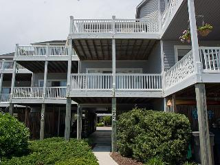 3 Gulls & A Buoy-NEW FOR 2016! Oceanview, Cozy Townhome 10% off all open weeks in 2016!, Surf City
