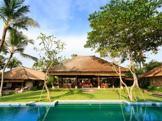 Villa Maridadi - an elite haven, 5BR, Seseh-Tanah Lot