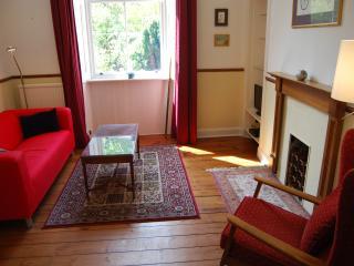 Spacious 2 bedroom property with garden access, Edimburgo